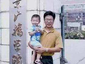白岩松送儿子赴英留学